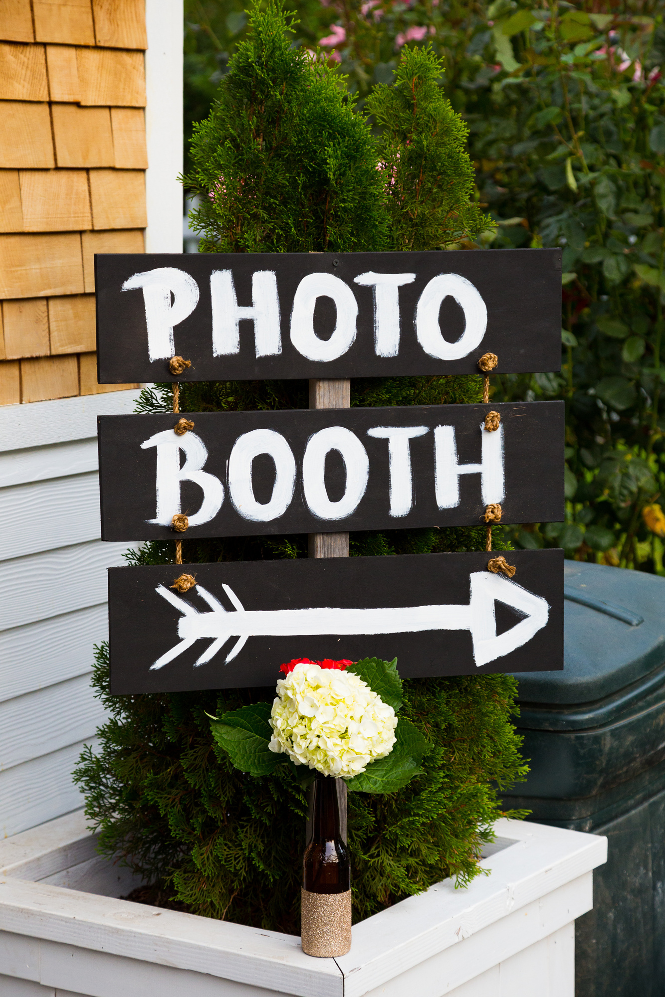 12 Reasons To Use A Photo Booth Rental Company At Your Wedding